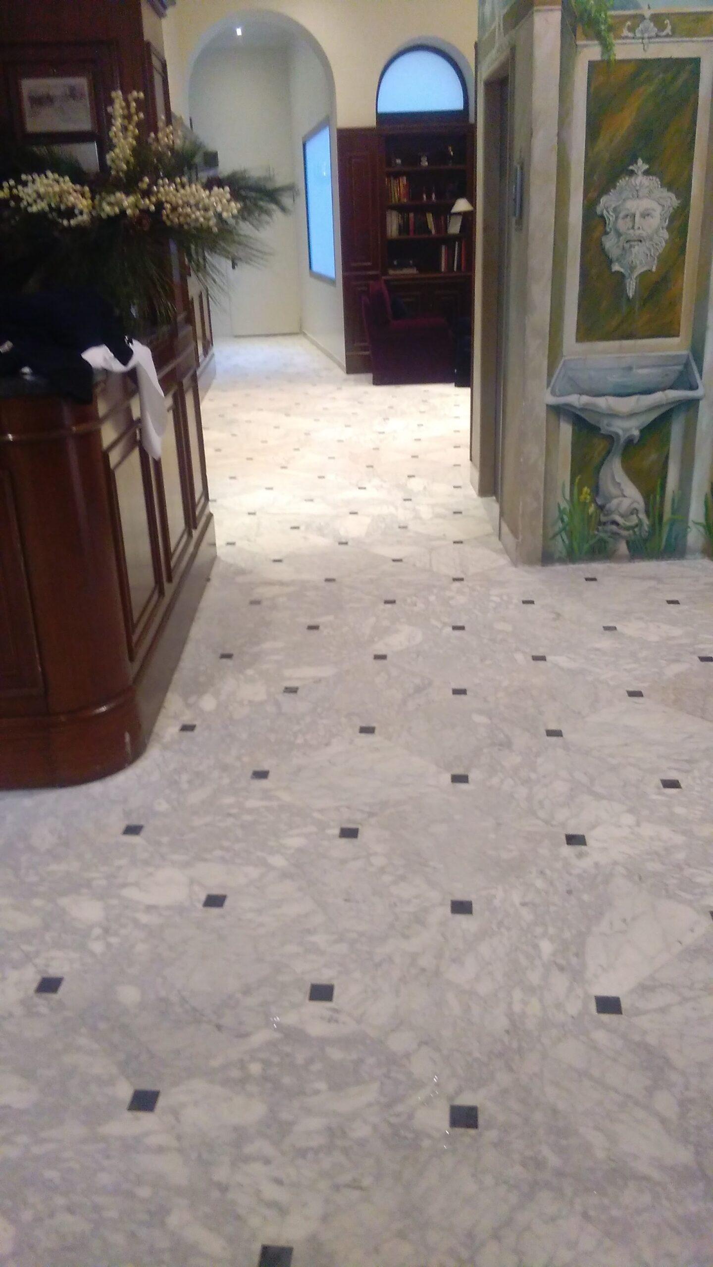 Restauro pavimento marmo Carrara